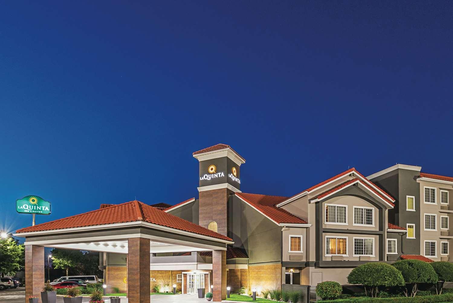 Exterior view - La Quinta Inn & Suites North Fort Worth
