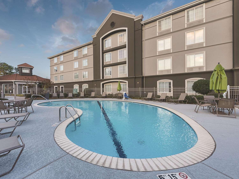 Pool - La Quinta Inn & Suites Airport Shreveport