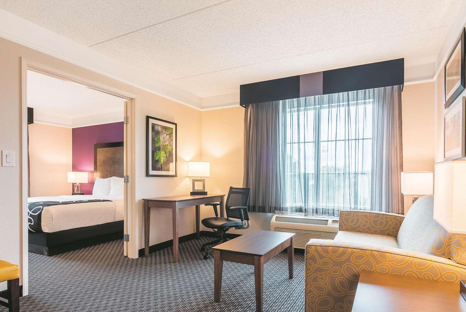 Suite - La Quinta Inn & Suites Airport Shreveport