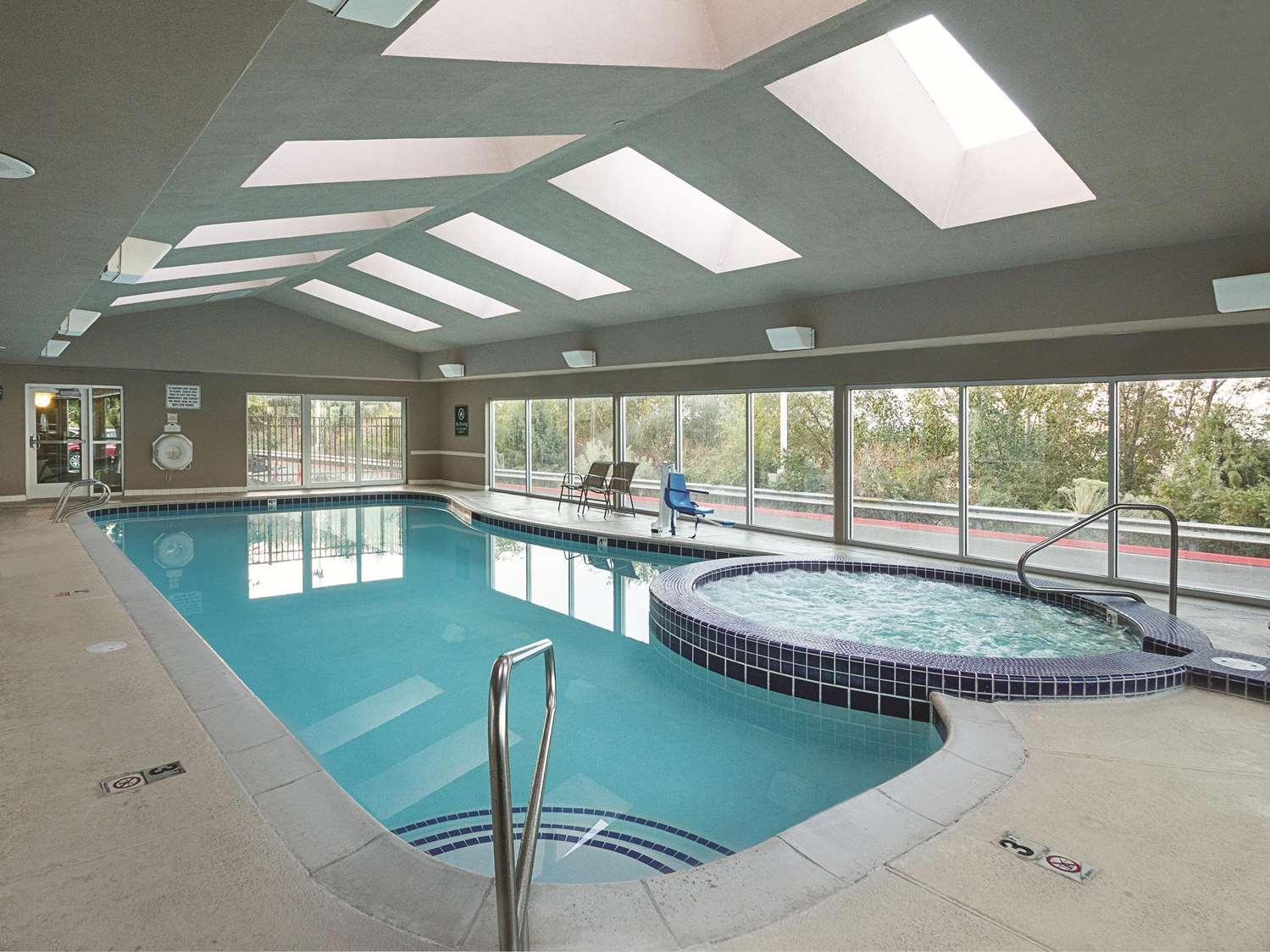 Pool - La Quinta Inn & Suites Orem