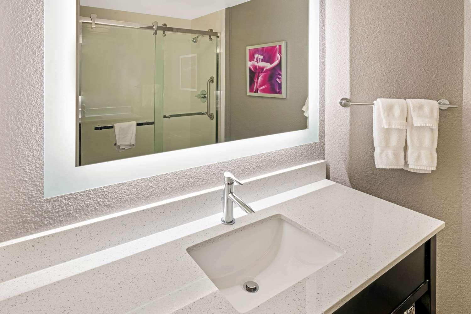 Room - La Quinta Inn & Suites Orem