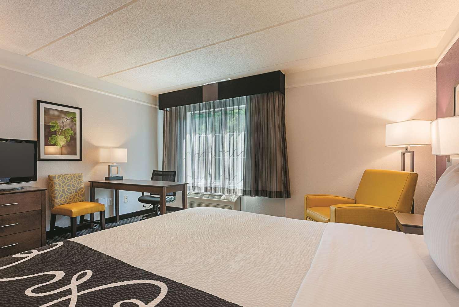Room - La Quinta Inn & Suites Alpharetta