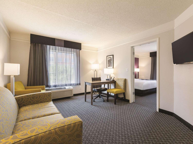 Suite - La Quinta Inn & Suites West Plano