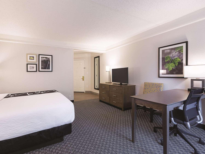 Room - La Quinta Inn & Suites West Plano