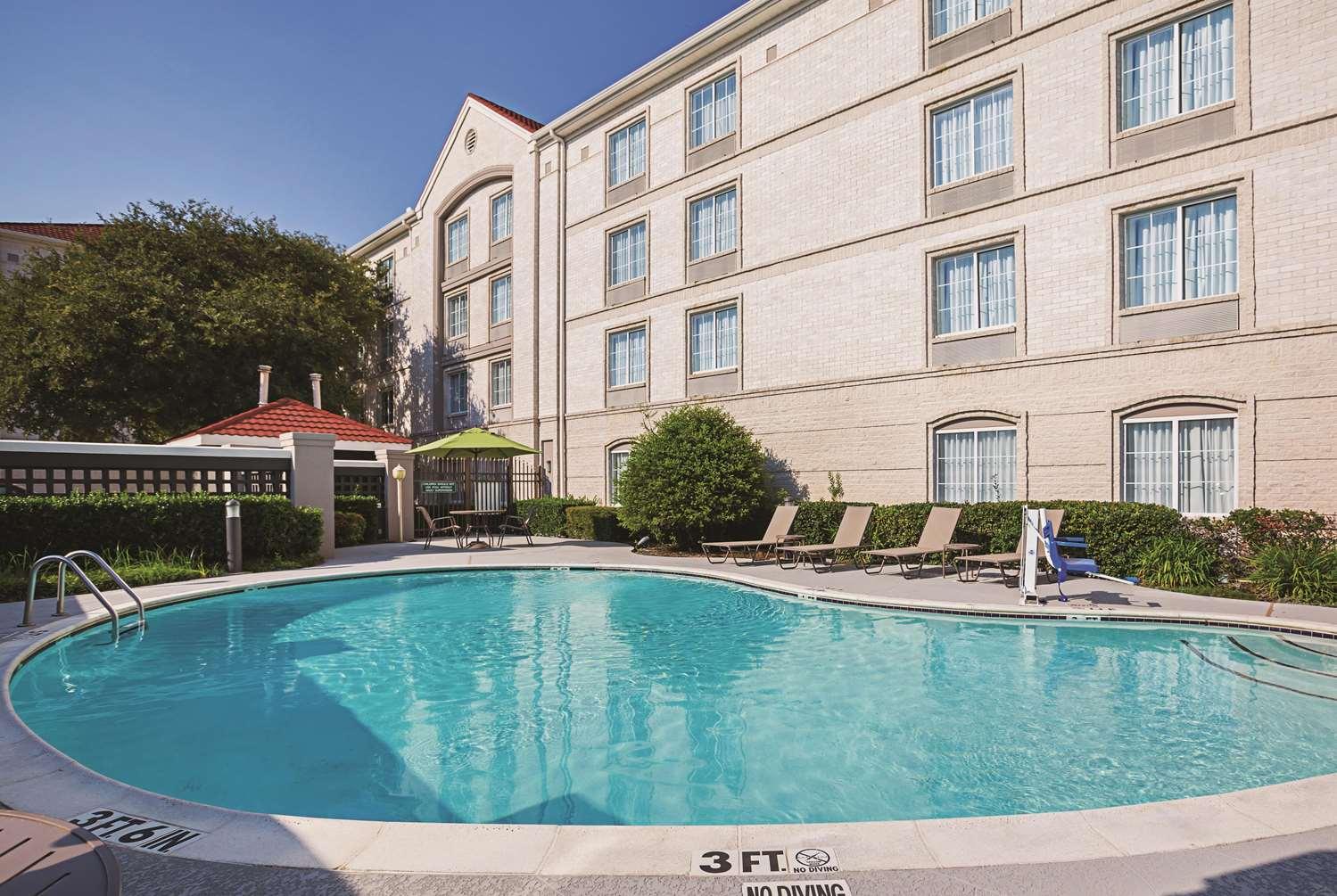 Pool - La Quinta Inn & Suites West Plano