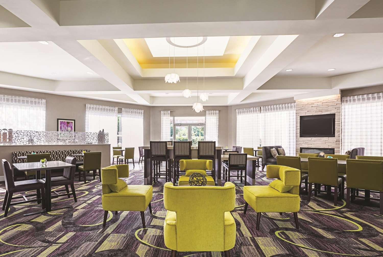 Lobby - La Quinta Inn & Suites West Plano