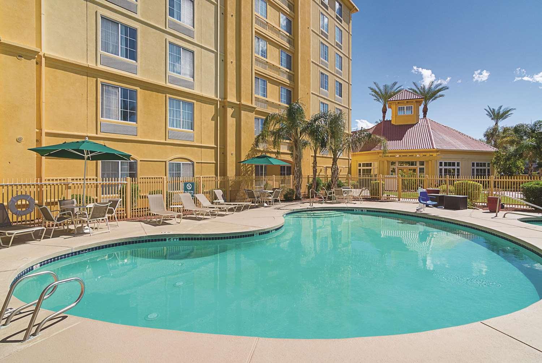 Pool - La Quinta Inn & Suites West Mesa