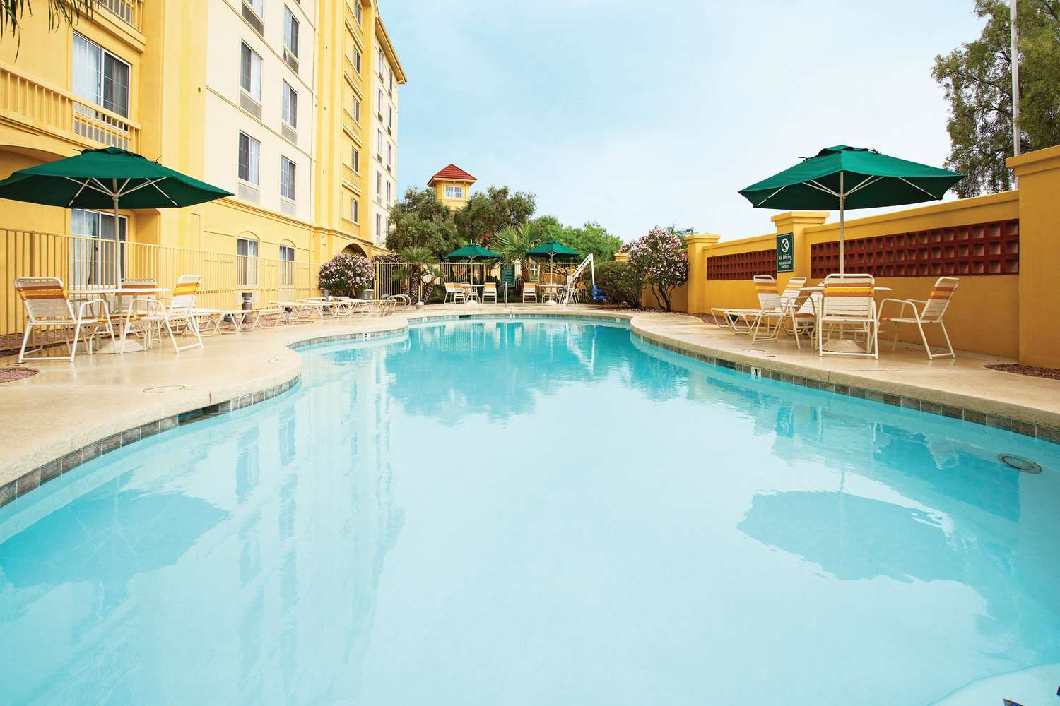 Pool - La Quinta Inn & Suites East Mesa