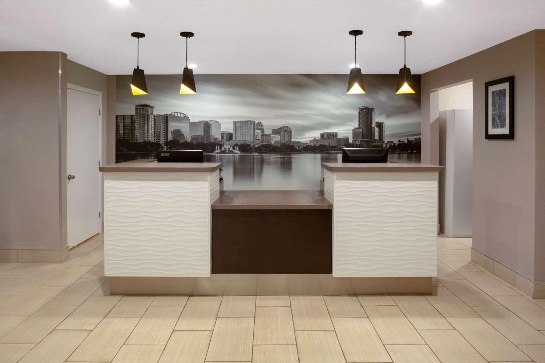 Lobby - La Quinta Inn Universal Studios Orlando