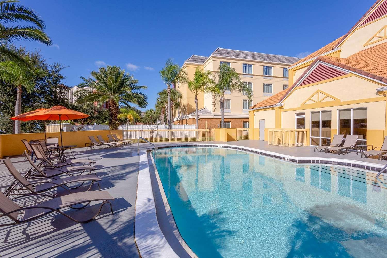 Pool - La Quinta Inn Universal Studios Orlando
