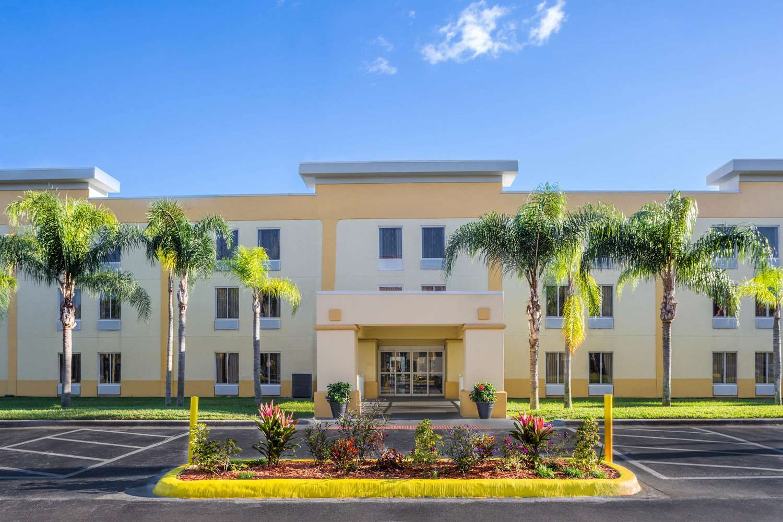 Exterior view - La Quinta Inn Universal Studios Orlando