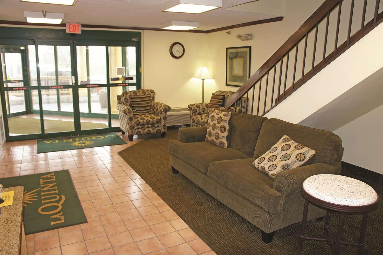 Lobby - La Quinta Inn Southwest Omaha