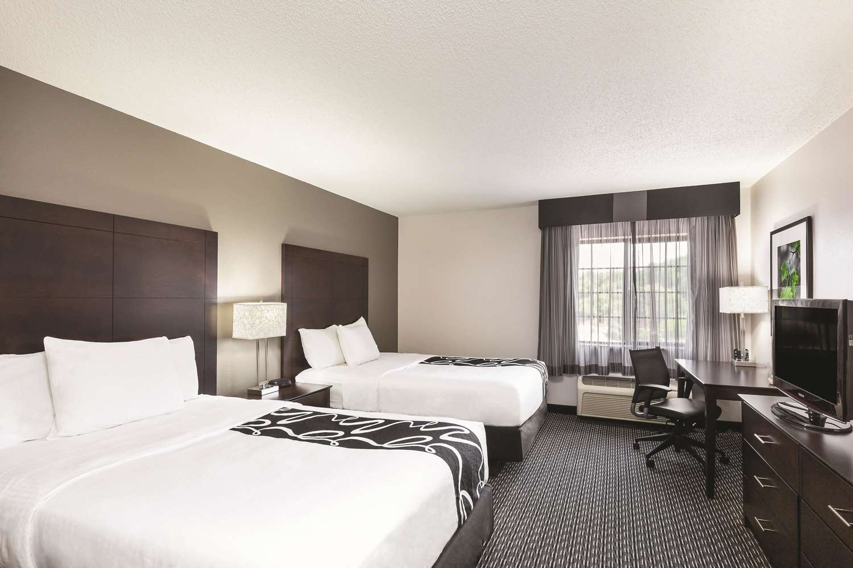 Room - La Quinta Inn & Suites Delafield