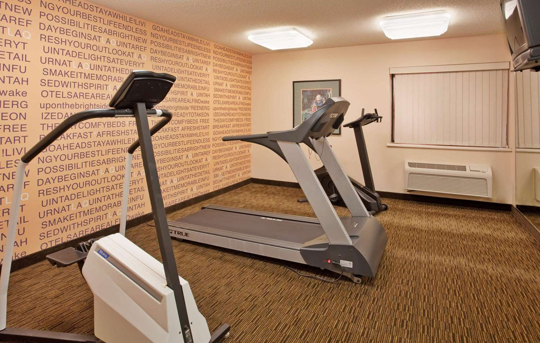 Fitness/ Exercise Room - La Quinta Inn West Clive