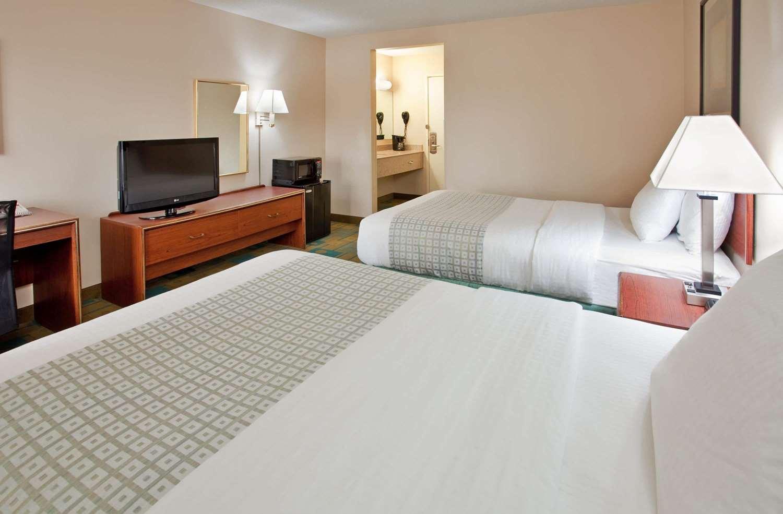 Room - La Quinta Inn West Clive