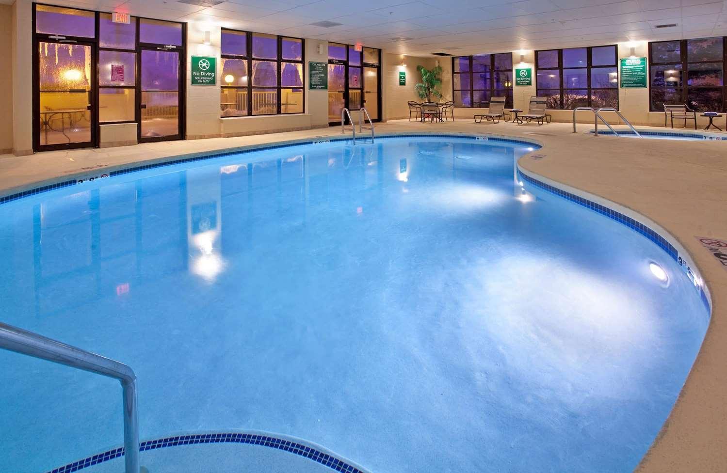 Pool - La Quinta Inn West Clive