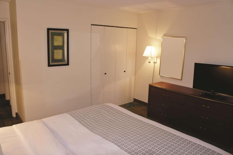 Suite - La Quinta Inn West Clive