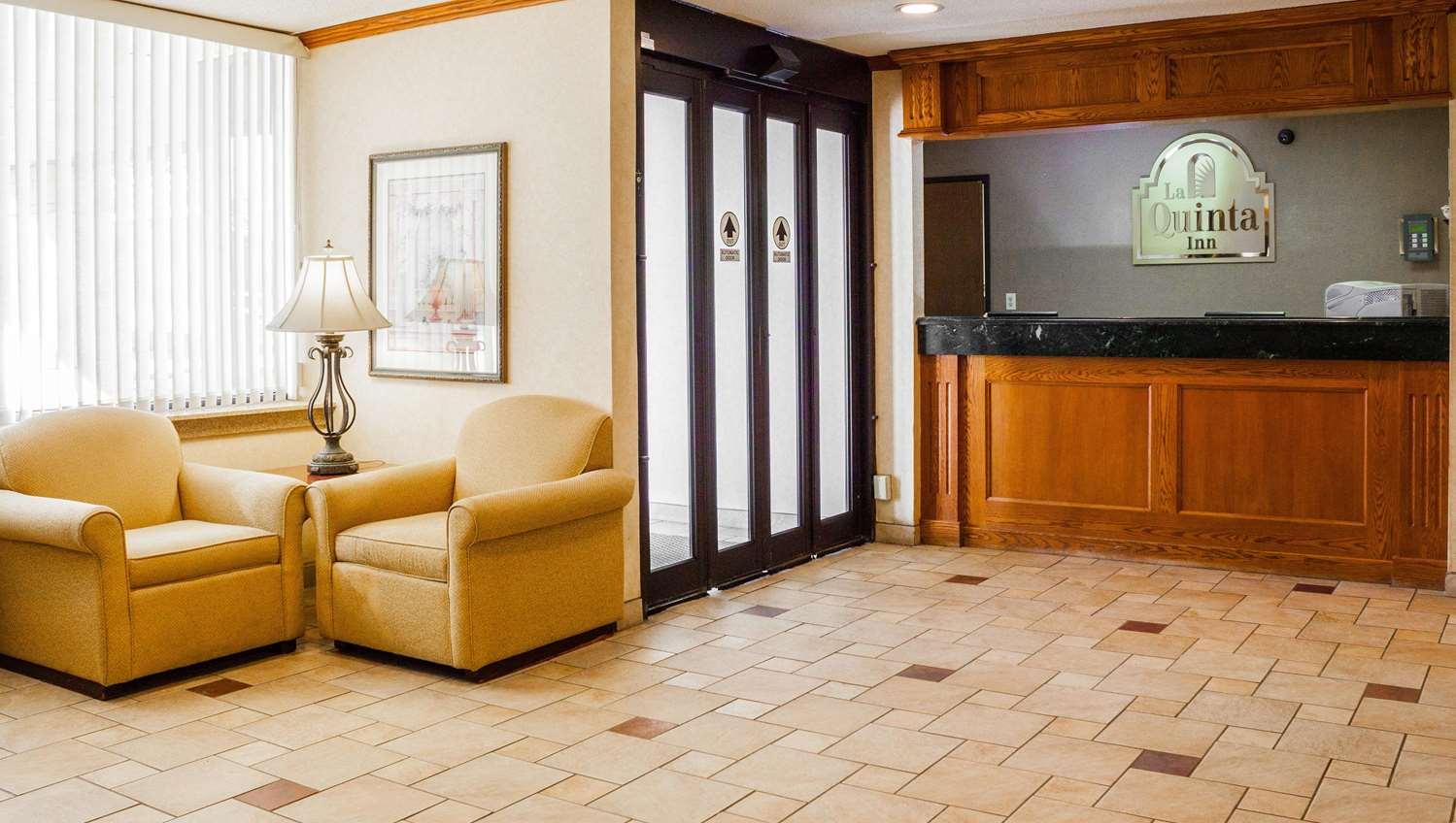 Lobby - La Quinta Inn Springdale