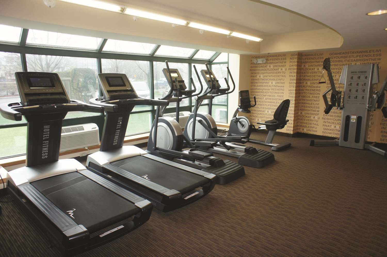 Fitness/ Exercise Room - La Quinta Inn & Suites Somerville