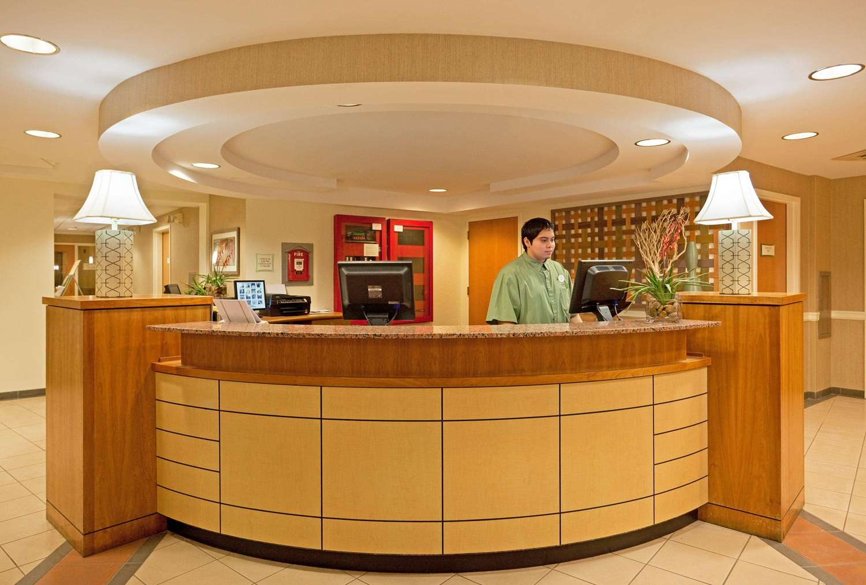 Lobby - La Quinta Inn & Suites Somerville
