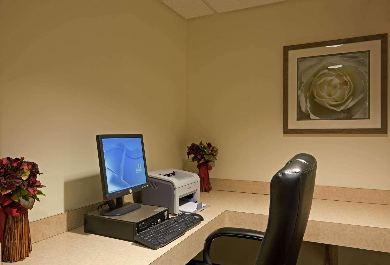 Conference Area - La Quinta Inn & Suites Somerville