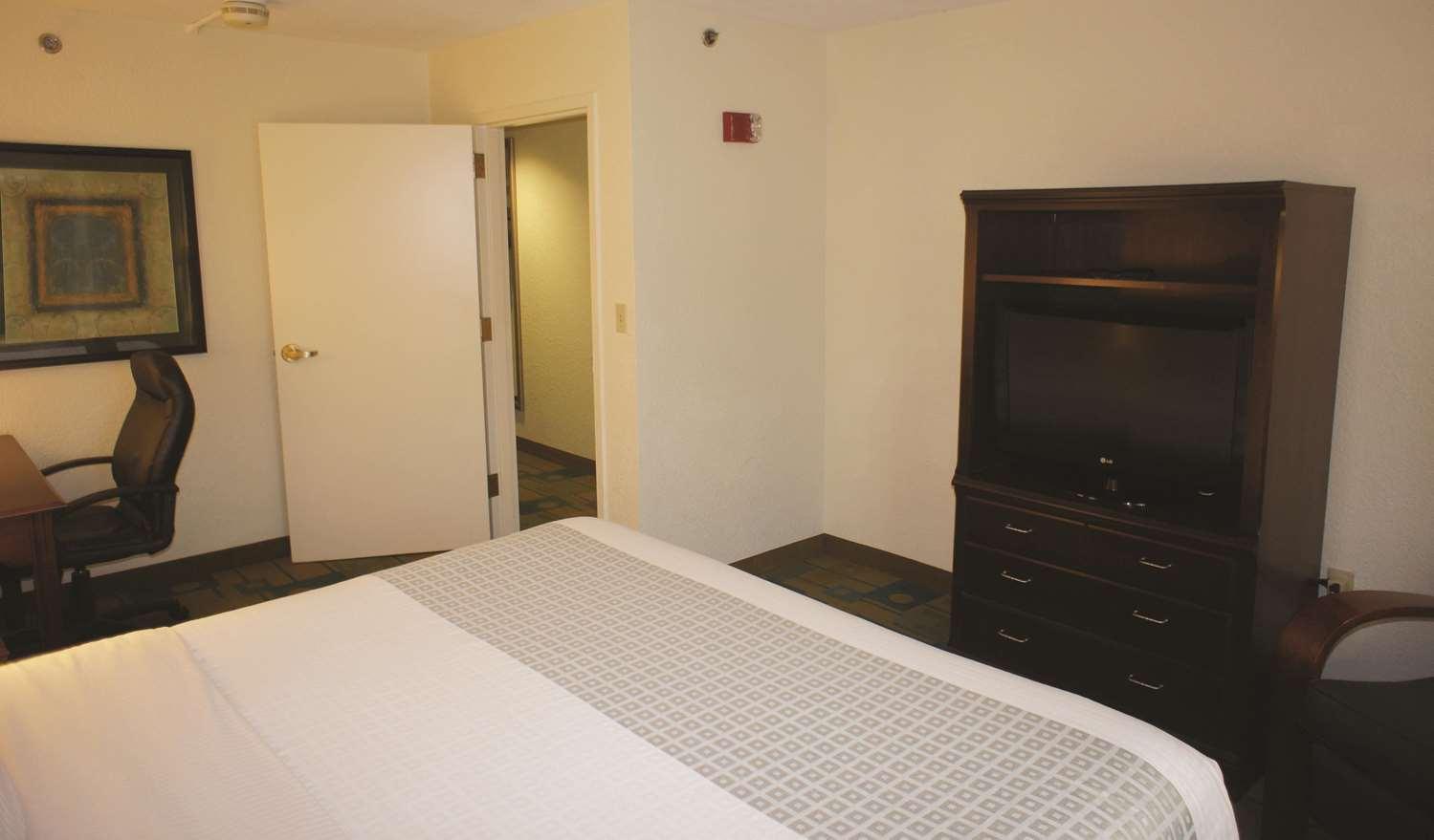 Suite - La Quinta Inn & Suites Somerville