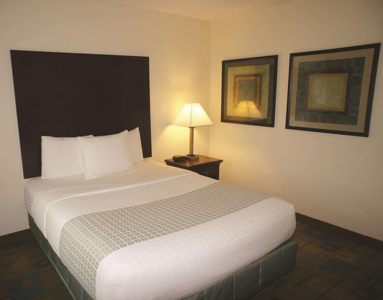 Room - La Quinta Inn & Suites Somerville