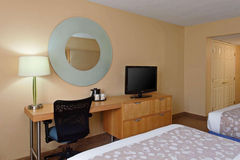 Room - La Quinta Inn & Suites LAX Airport Los Angeles