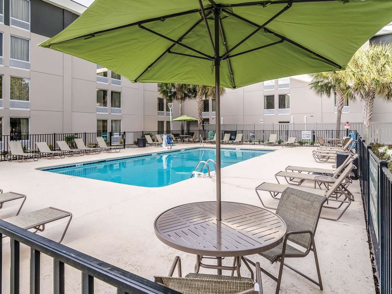Pool - La Quinta Inn & Suites at 48th Ave Myrtle Beach