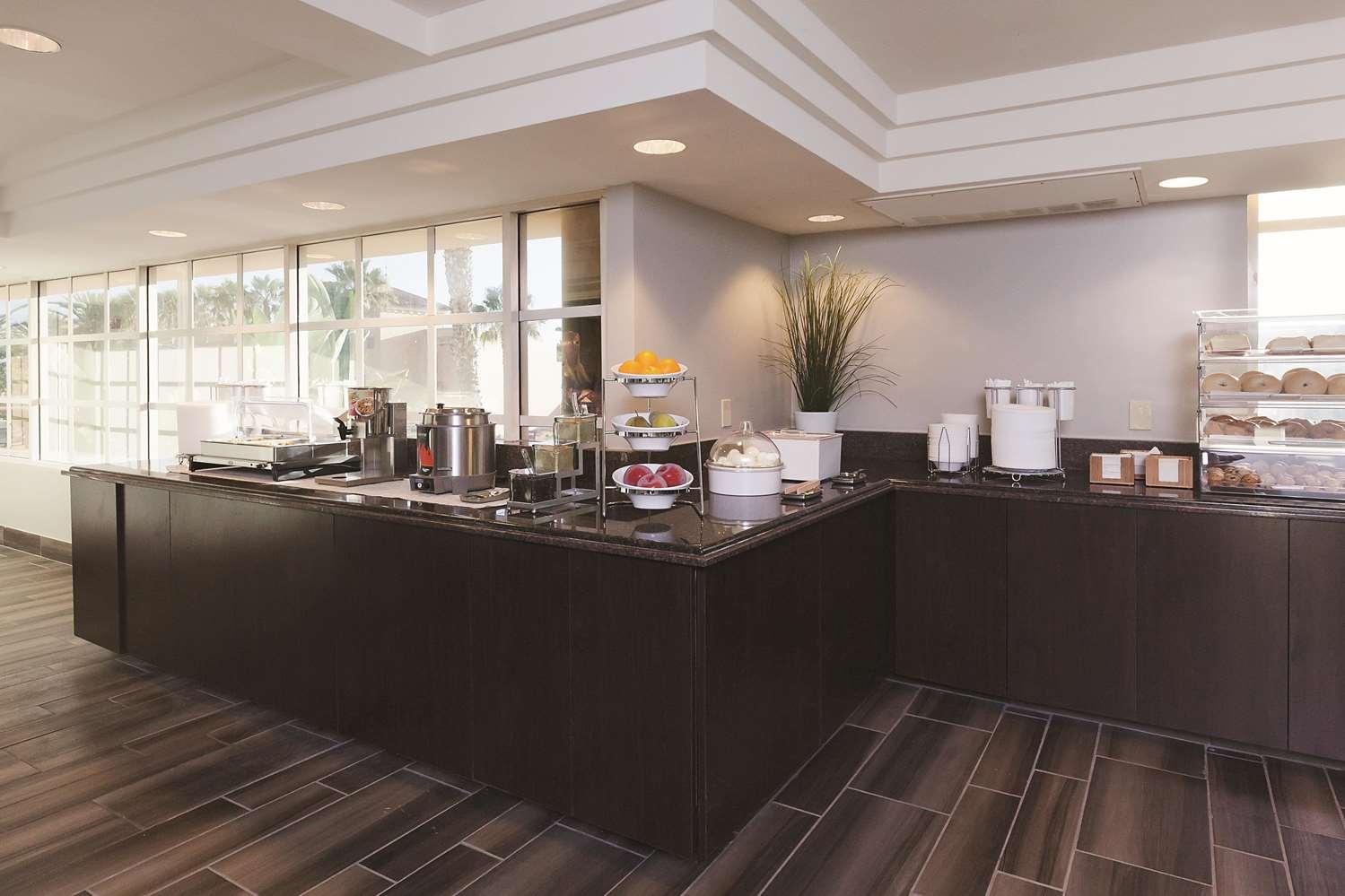proam - La Quinta Inn & Suites Disneyland Anaheim