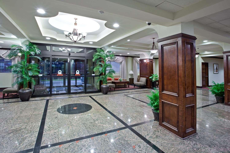 Lobby - La Quinta Inn Downtown Little Rock