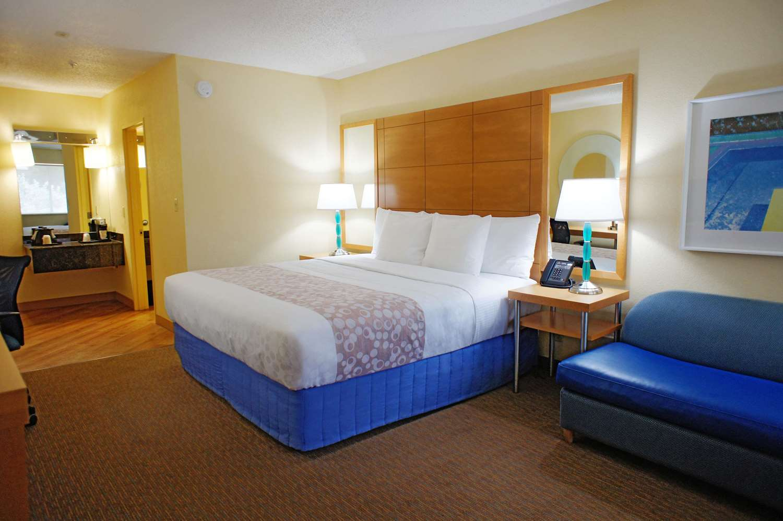 Room - La Quinta Inn Northeast Fort Lauderdale
