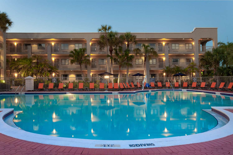 Pool - La Quinta Inn & Suites Sanibel Fort Myers