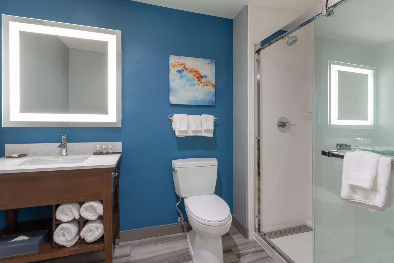 Room - La Quinta Inn & Suites Sanibel Fort Myers