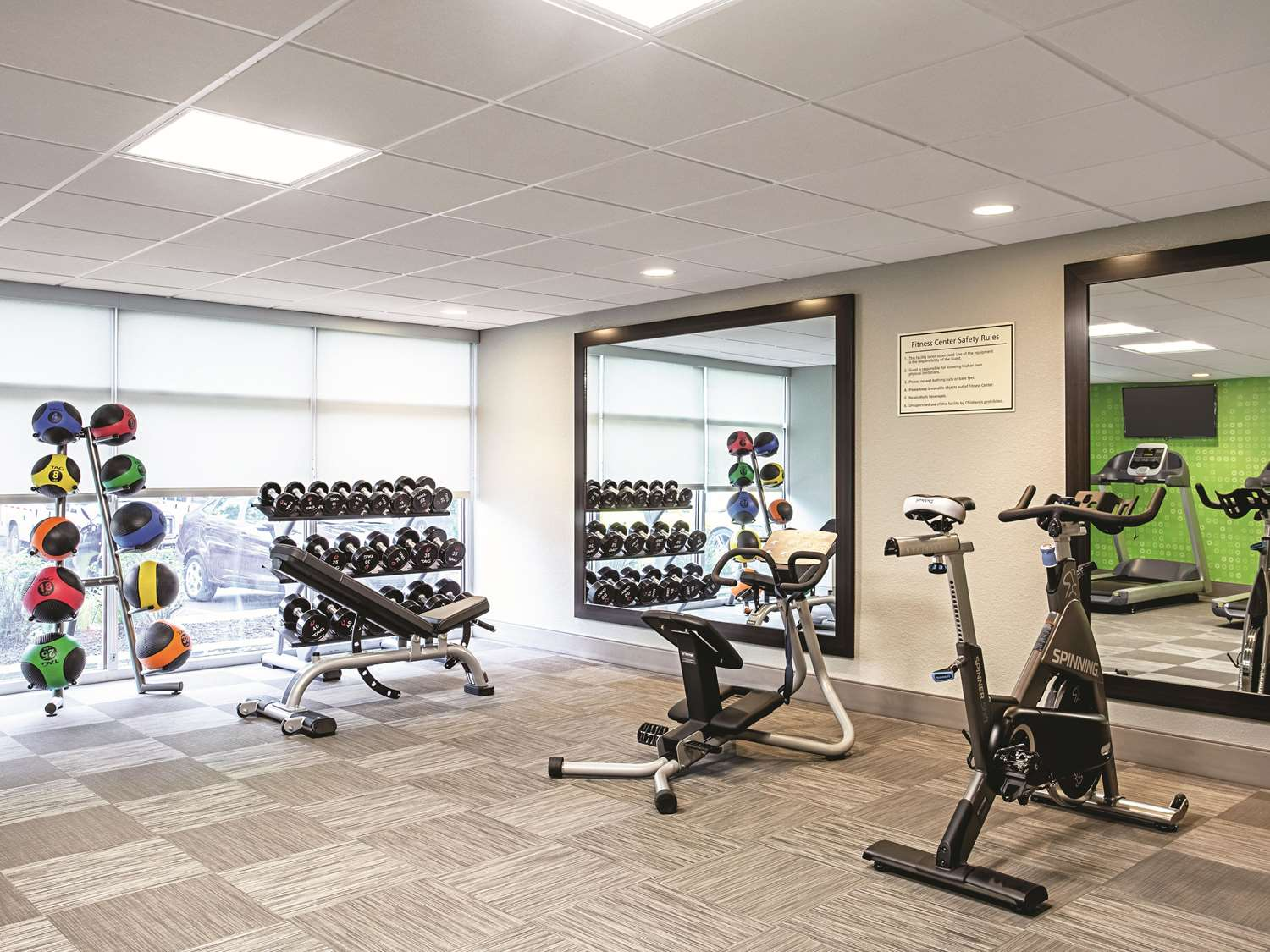 Fitness/ Exercise Room - La Quinta Inn & Suites Rosedale