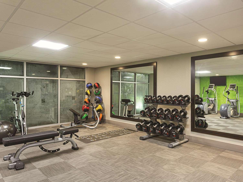 Fitness/ Exercise Room - La Quinta Inn & Suites Airport Linthicum