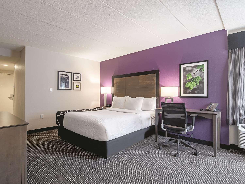 Room - La Quinta Inn & Suites Portland