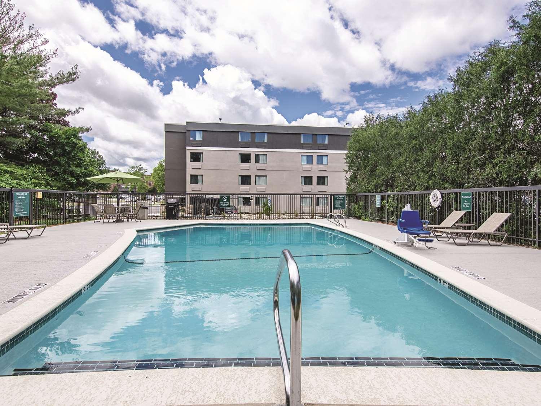 Pool - La Quinta Inn & Suites Portland