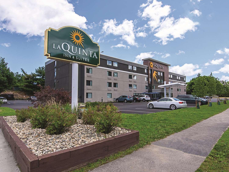 Exterior view - La Quinta Inn & Suites Portland