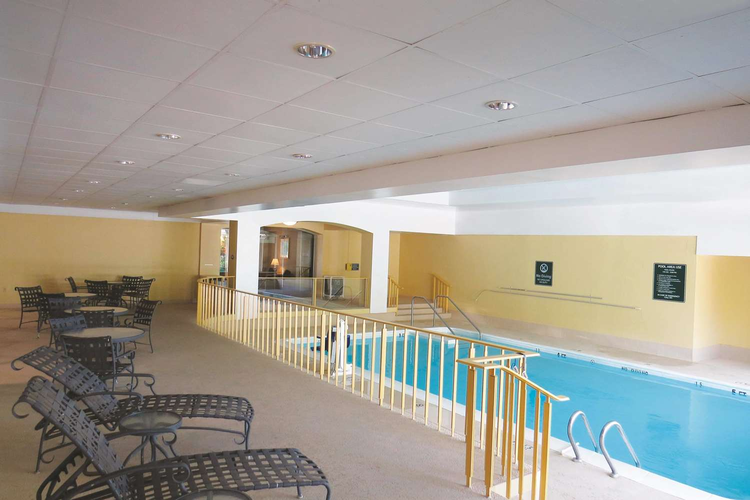 Pool - La Quinta Inn & Suites Stamford
