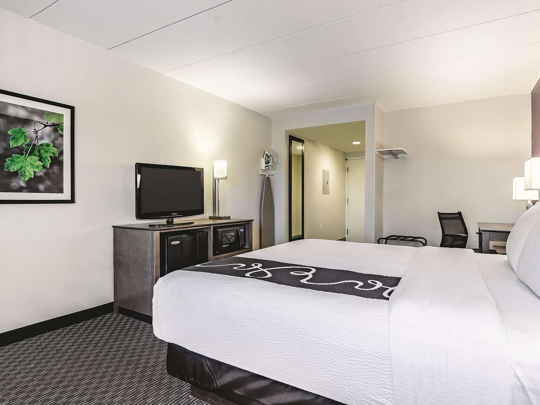 Suite - La Quinta Inn & Suites Warwick
