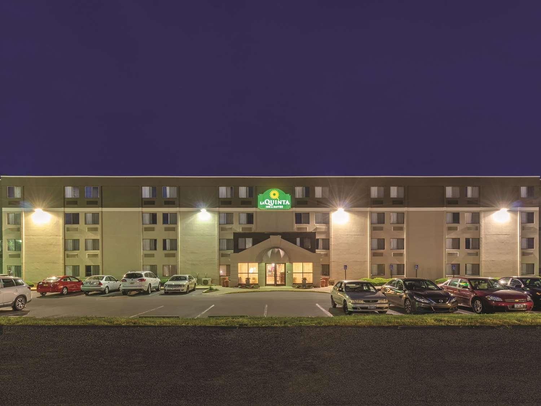 Exterior view - La Quinta Inn & Suites Warwick
