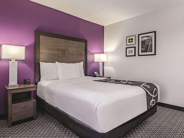 Room - La Quinta Inn & Suites Warwick