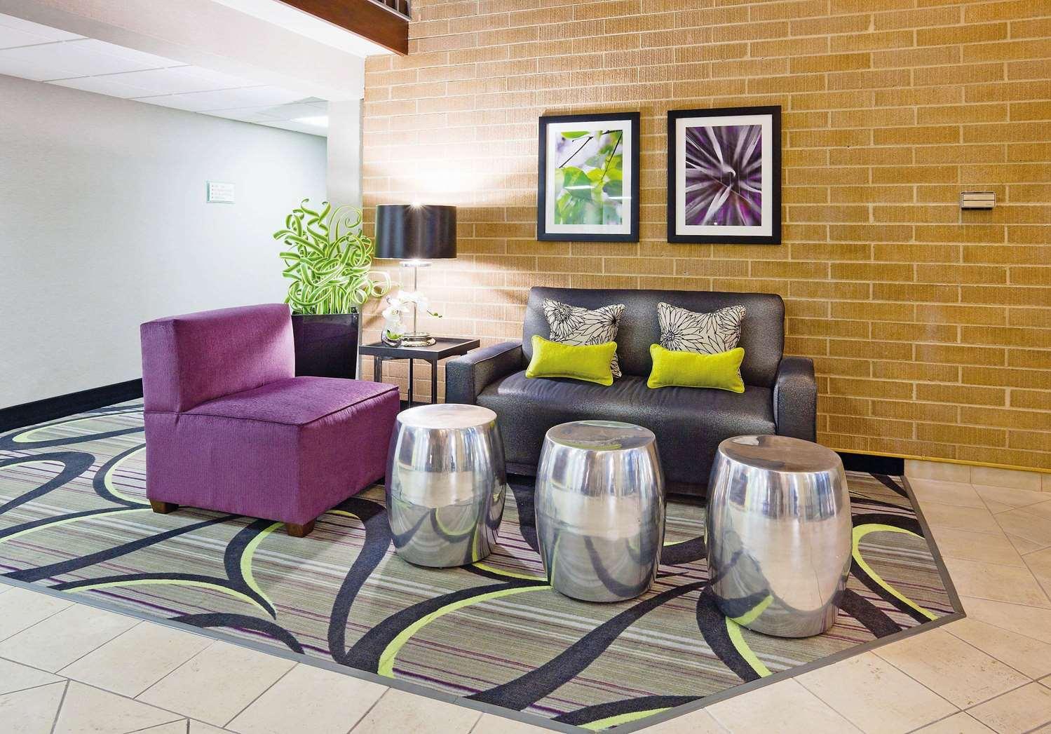 Lobby - La Quinta Inn Oshkosh