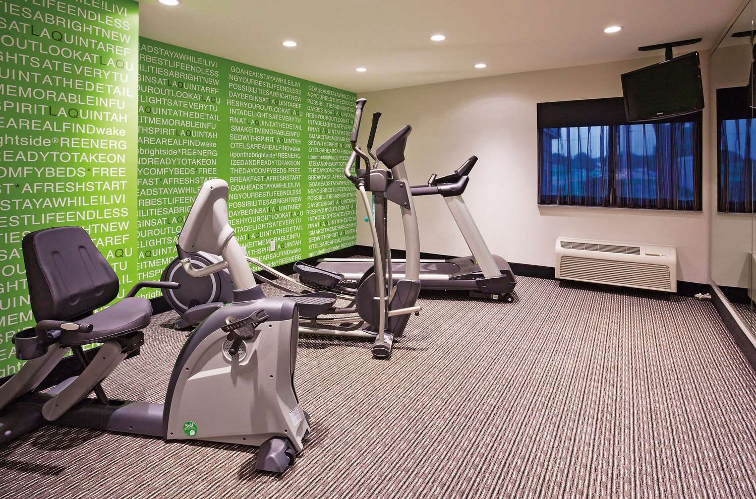 Fitness/ Exercise Room - La Quinta Inn Oshkosh