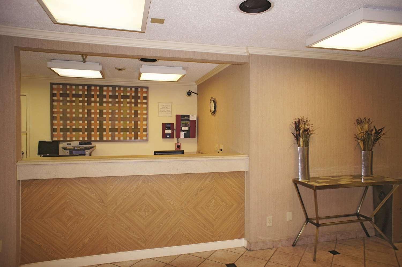 Lobby - La Quinta Inn Southeast Tampa