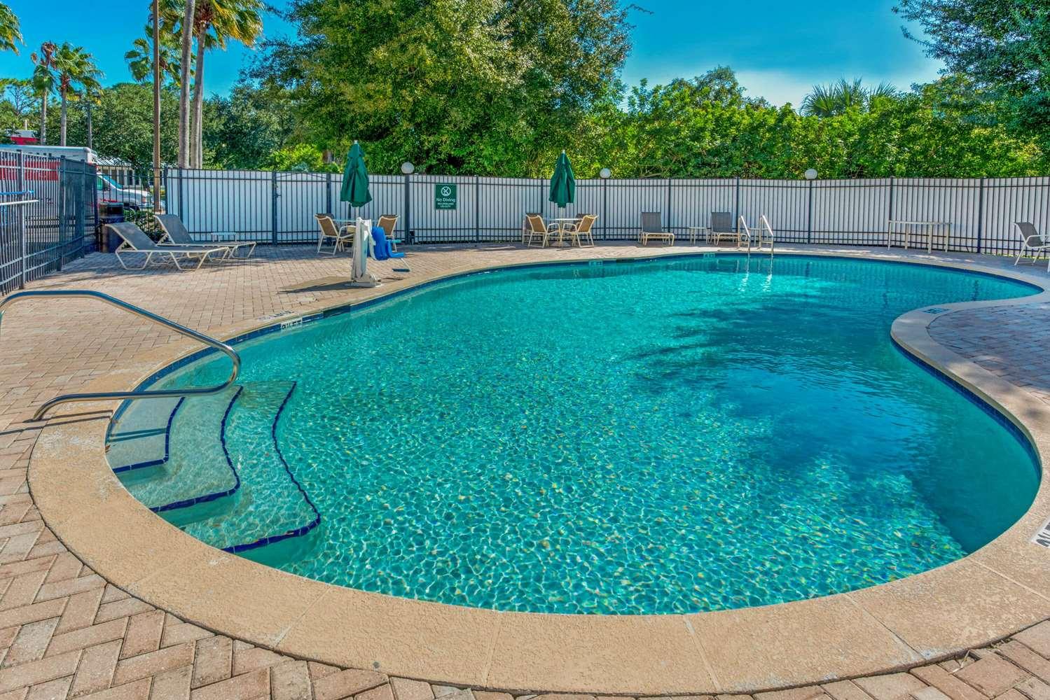 Pool - La Quinta Inn Southeast Tampa