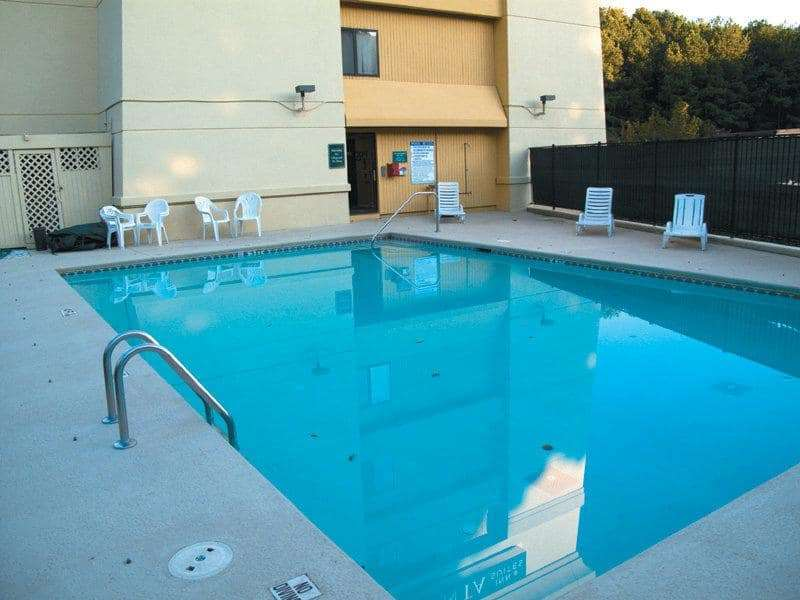Pool - La Quinta Inn & Suites Roswell