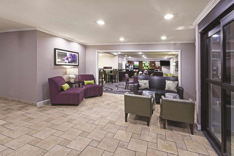 Lobby - La Quinta Inn & Suites North Little Rock