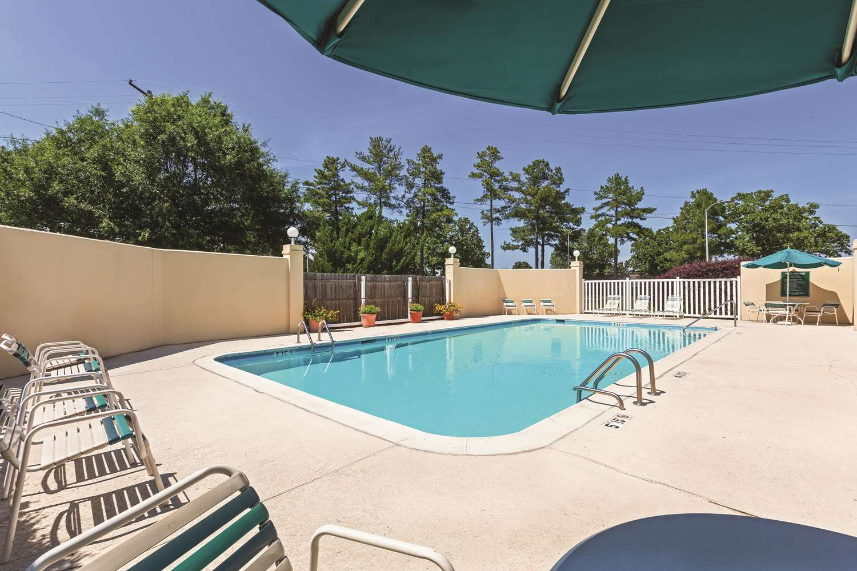 Pool - La Quinta Inn & Suites North Little Rock